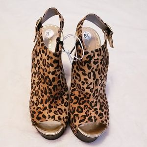 Chinese Laundry Leopard Print Wedges